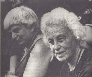 Dolores Krieger und Dora Kunz, Foto aus dem Buch, Seite 22