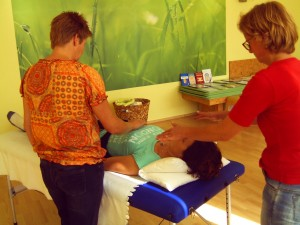 Therapeutic Touch  mit zwei Practitionern Foto: Margarete Rosen
